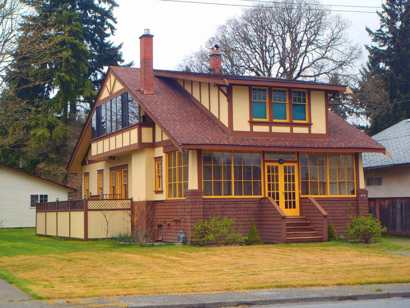 1087 Islay Street was built in 1920 by owner Charles W. O'Neill. It is a good example the Arts & Crafts style