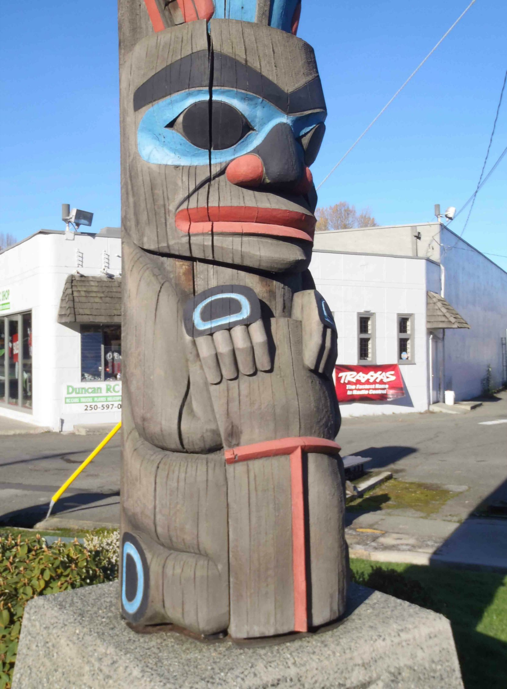Chief's Pole, Chief figure with Copper, Government Street at Kenneth Street, Duncan, B.C.