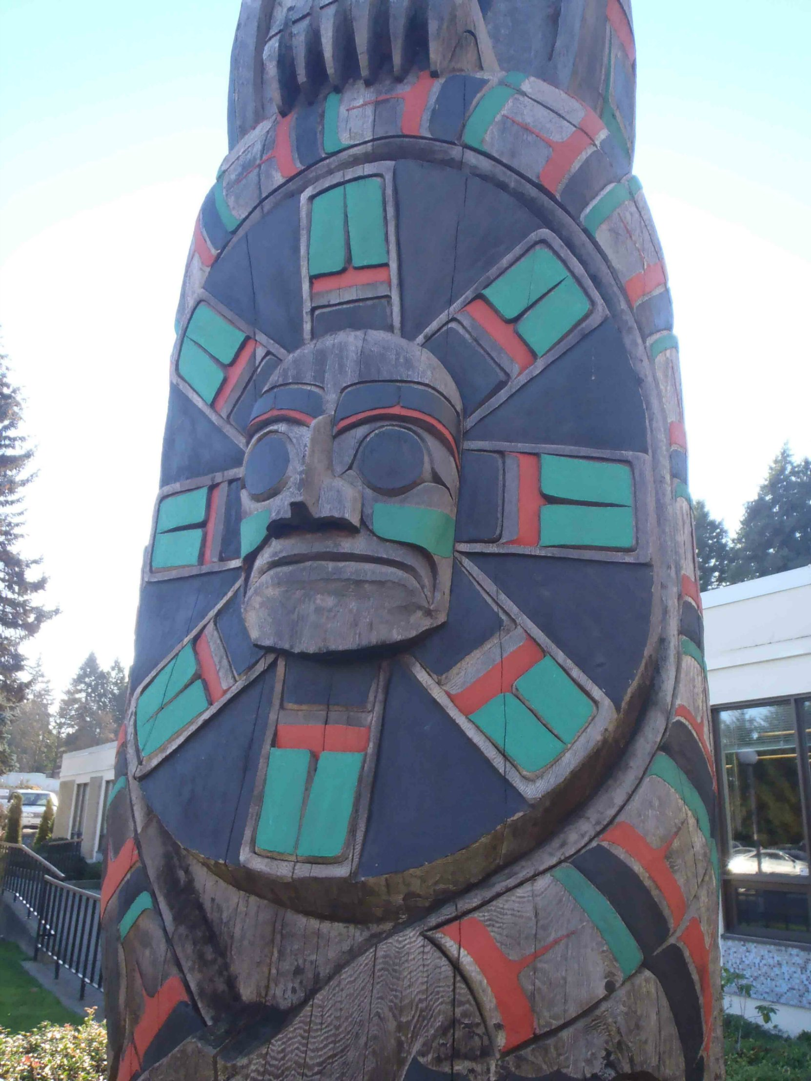 Peaceful Boundaries pole, Maquinna Sun Mask figure, outside Provincial Courthouse, Government Street, Duncan, B.C.