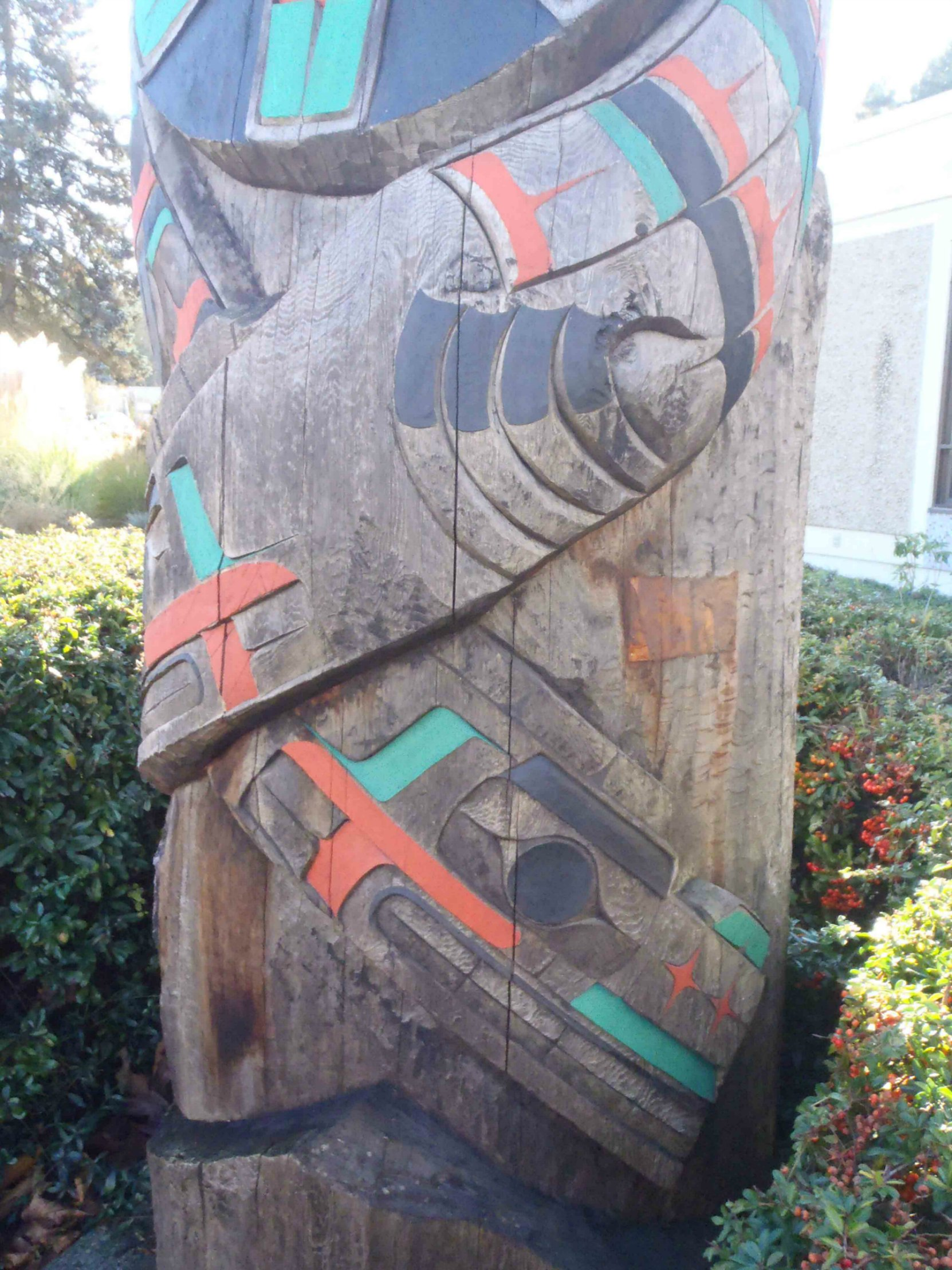 Peaceful Boundaries pole, Sea Serpent figure, outside Provincial Courthouse, Government Street, Duncan, B.C.