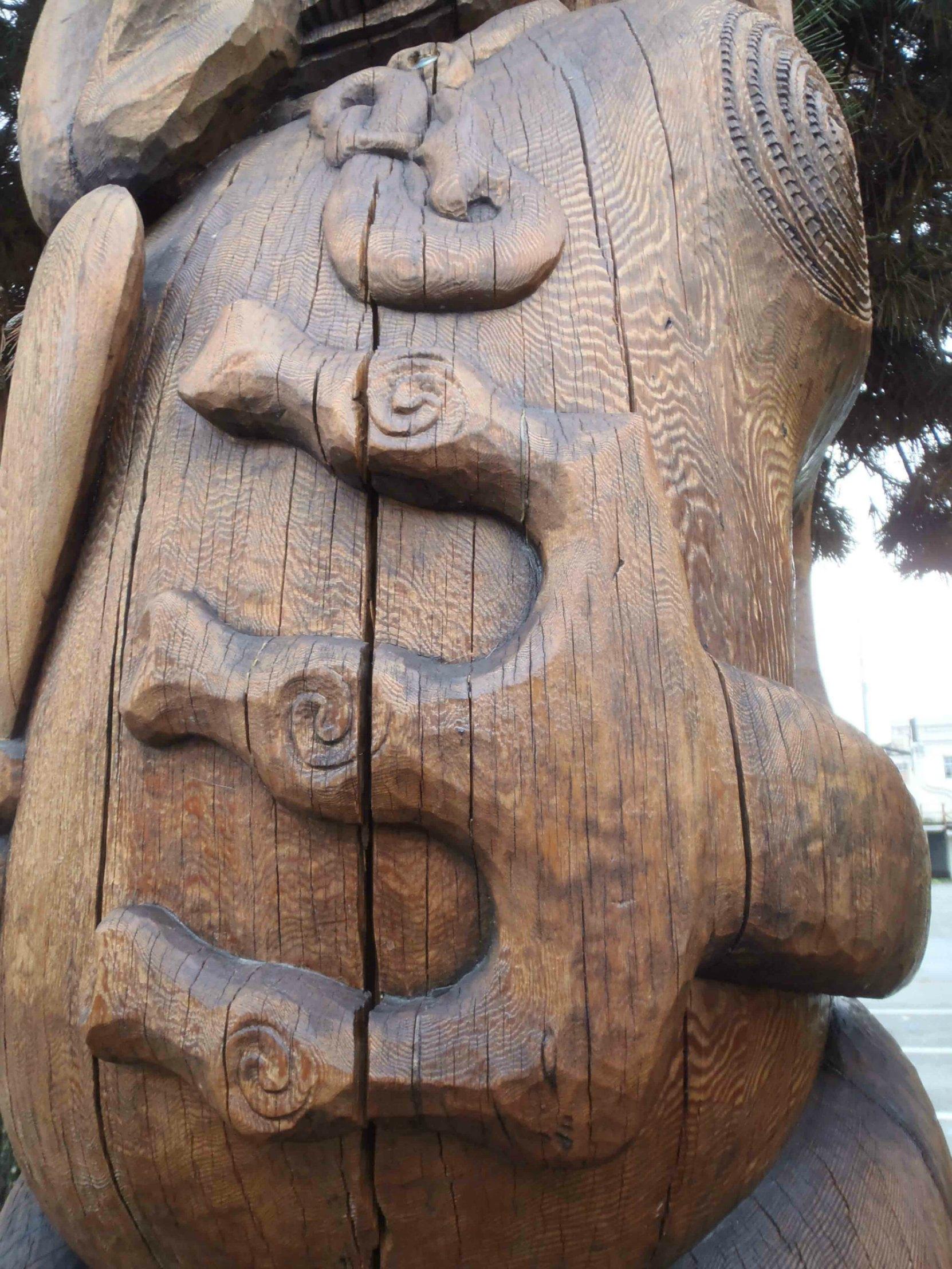 PouPou Tane Hiira Pou Karanga, Three Fingers detail