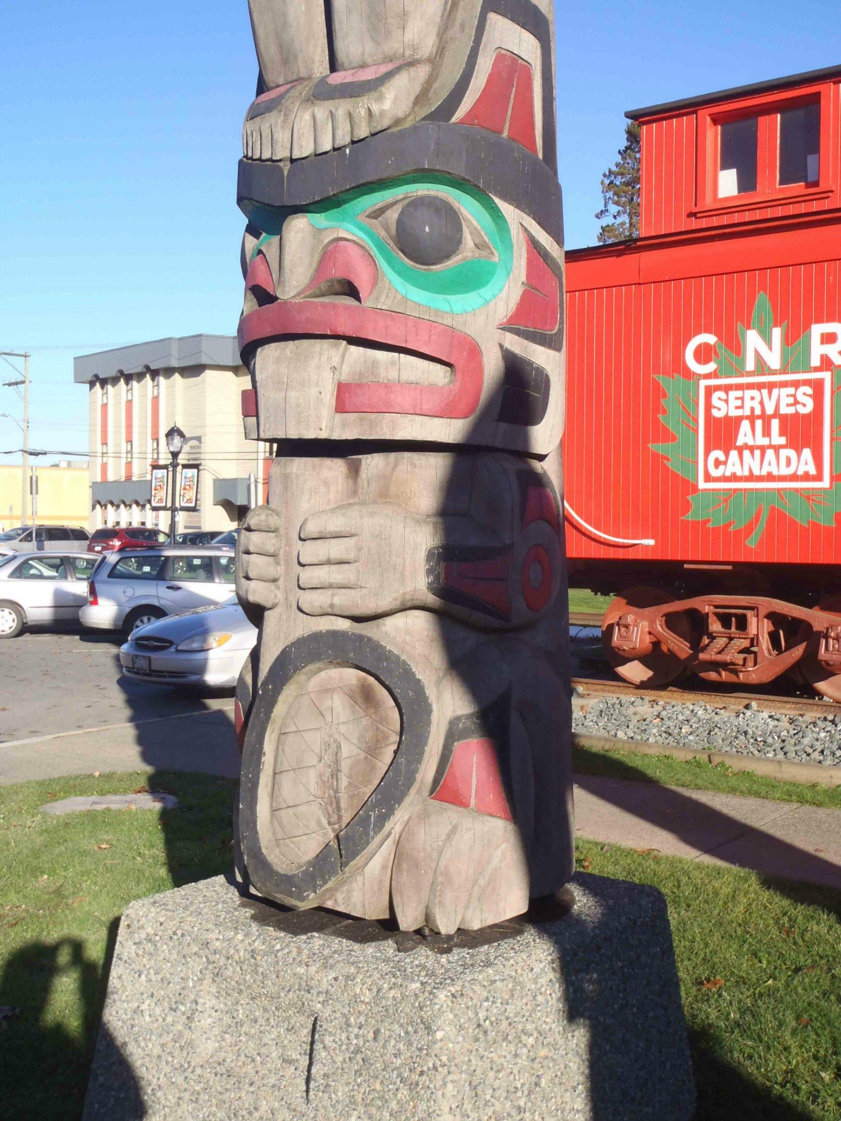 Raven's Gift totem pole, Beaver figure, Canada Avenue, Duncan, B.C.