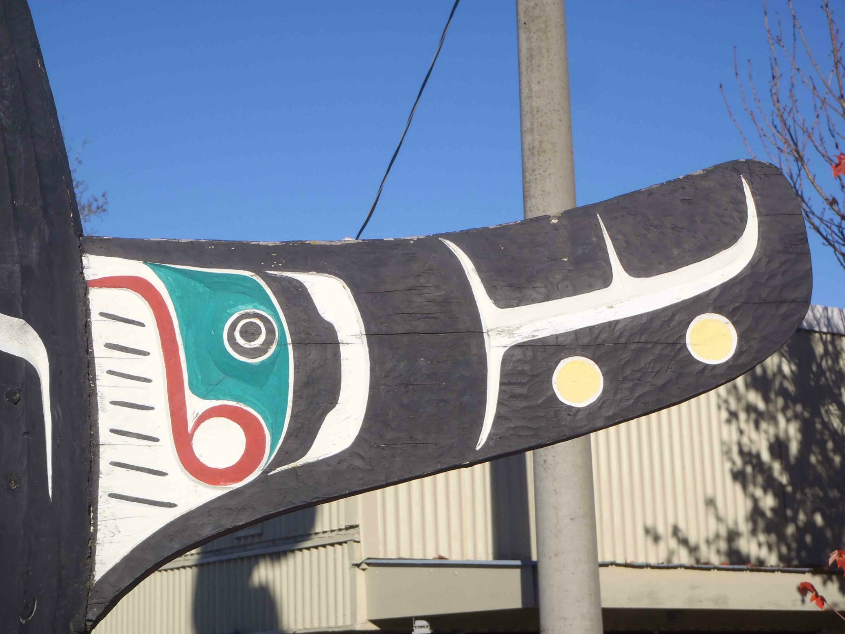 Sea and Sky pole, Killer Whale figure - dorsal fin detail, Government Street at Station Street, Duncan, B.C.