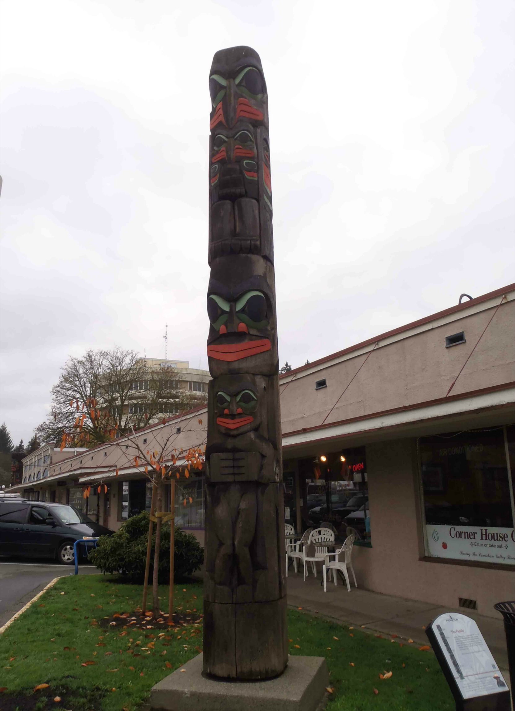 The Family, totem pole, Kenneth Street at Jubilee Street, Duncan, B.C.