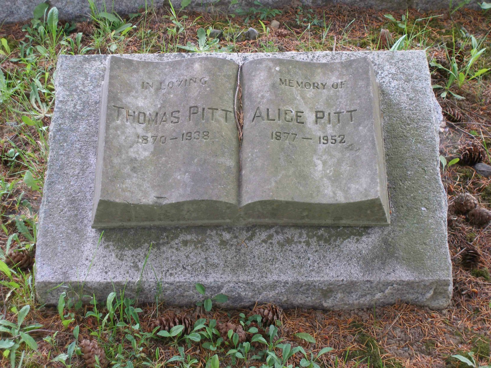 Marker of grave of Thomas Pitt and Alice Pitt, Mountain View cemetery, North Cowichan, B.C.