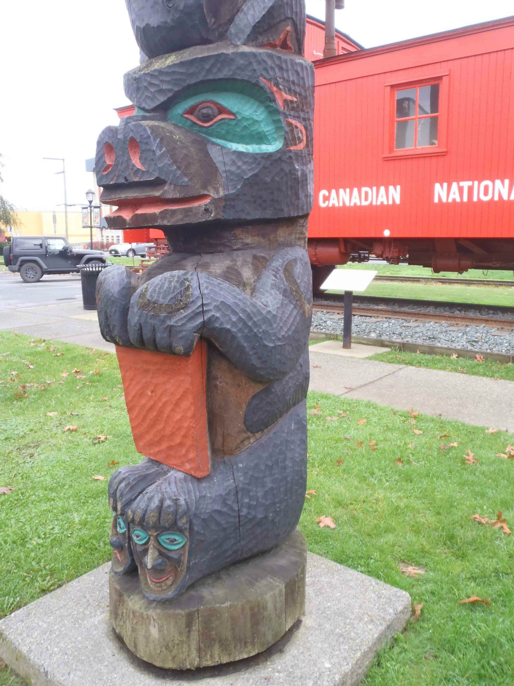 Pole of Wealth, Bear figure, Canada Avenue, Duncan