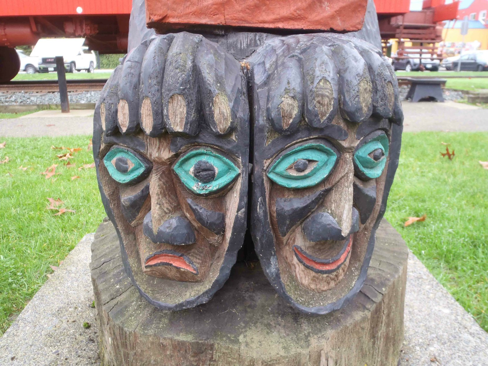 The Pole of Wealth, Bear figure, feet detail, Canada Avenue, Duncan