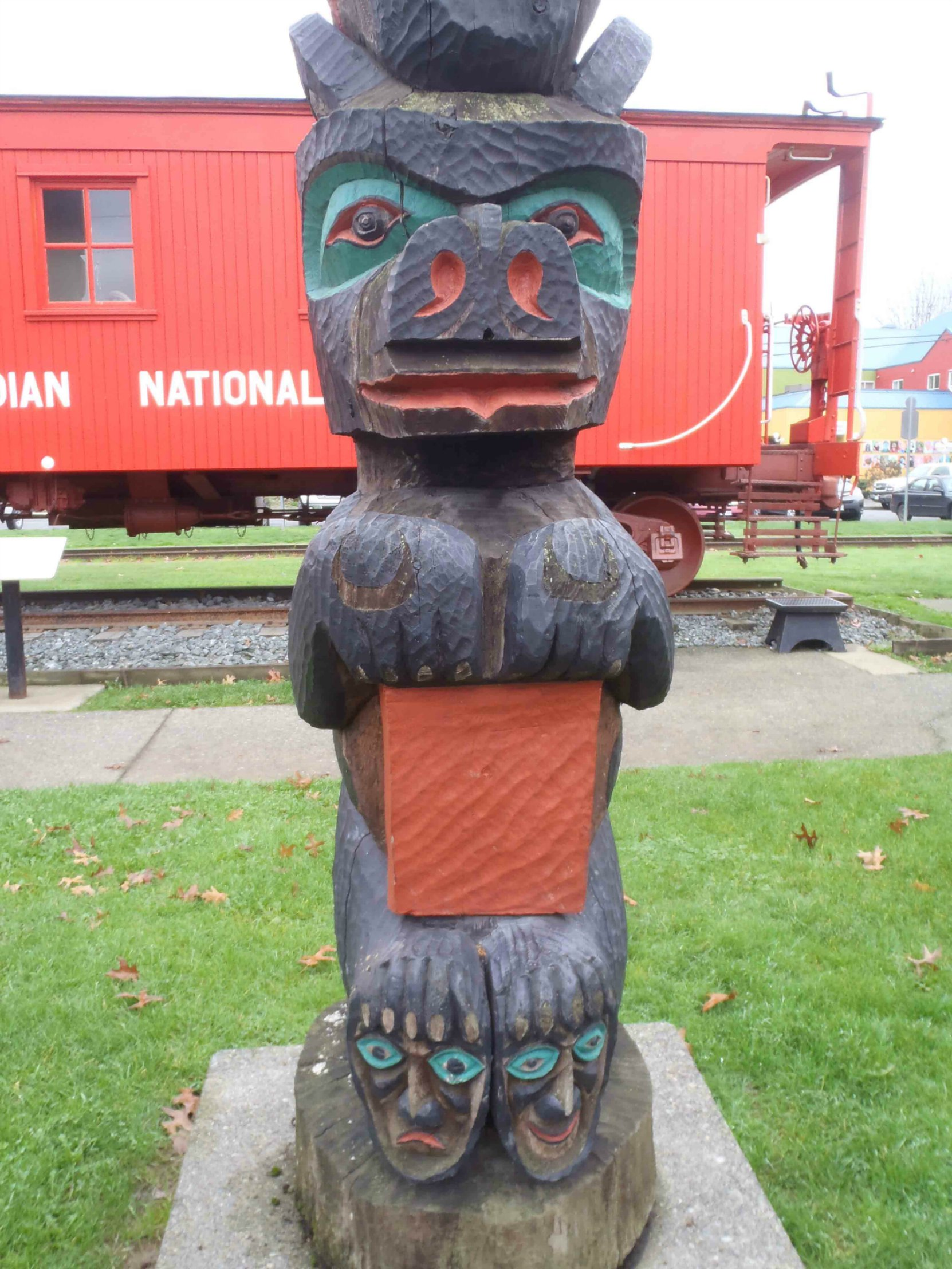 The Pole of Wealth, Bear figure, Canada Avenue, Duncan