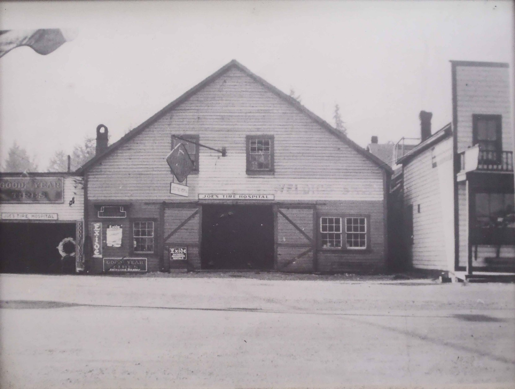 Joe's Tire Hospital, circa 1930. The present Joe's Tire Hospital is on the site of the building on the left. The building in the middle of this photo was demolished in 1940.