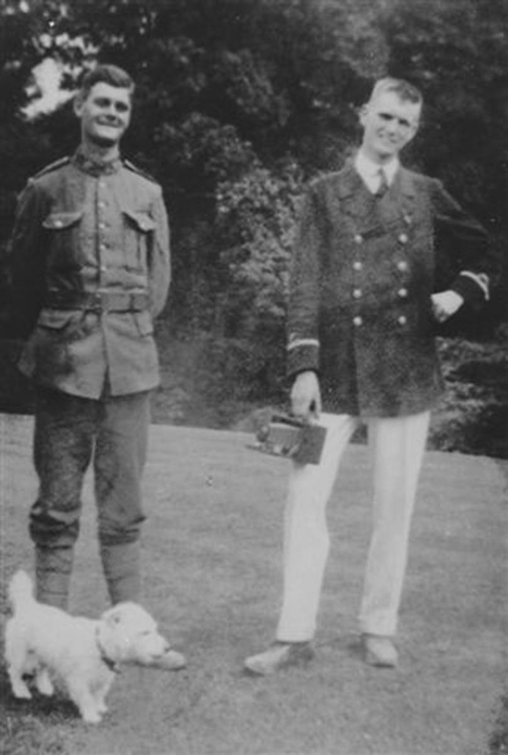 Hamish Kinnear Maitland-Dougall (left) and William McKinstry Maitland-Dougall (right), circa 1915. This photo w was reproduced in the Cowichan Valley Citizen on 11 November 2019.